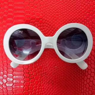 Kacamata putih, kacamata unik, antik