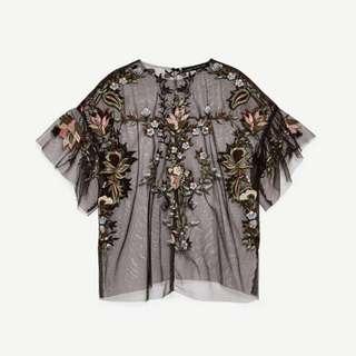 Blus Lengan Pendek Model Ruffle Aksen Mesh dengan Bordir Bunga Transparan