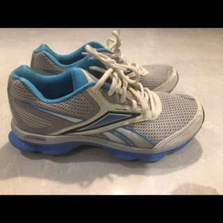 Ladies Reebok Runtone shoes (size 8)