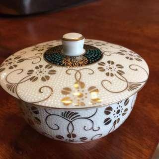 日本九谷燒陶壽堂出品 白粒鐵仙 蓋碗一客