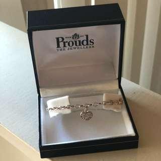 BRAND NEW intricate heart bracelet in box
