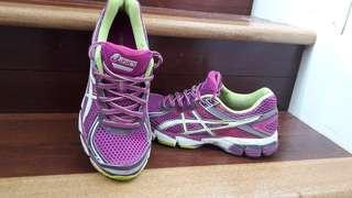 Asics women runners size 6/ eur 37