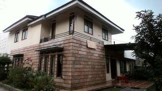 Rumah Besar halaman luas