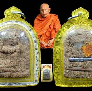 Roon Sau Har nang kwak Lp pong BE2560 . Ner whan,pinatang,ruby,takeut Lp hair and monk robe