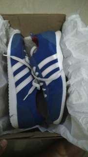 Adidas neo jogger vs blue