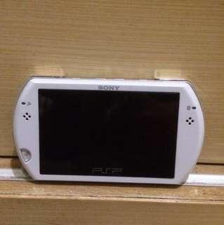 PSP GO - WHITE (GRATIS TAS-NYA)