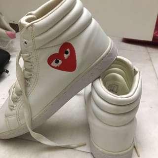🚚 白色高筒皮革川久愛心時尚運動女鞋
