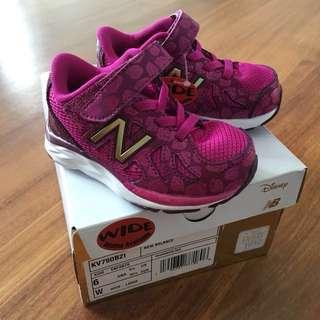 $35 BN New Balance Disney Shoes US6