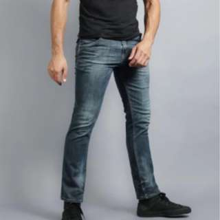Wrangler Regular Tapered Jeans in Dark Wash (Blue)