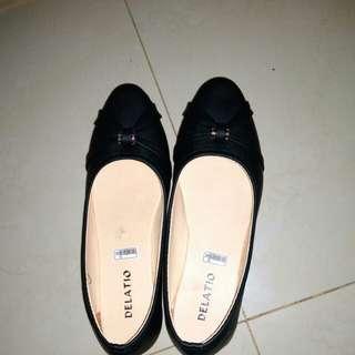 Flatshoes delatio hitam