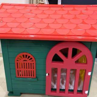 Pet house with drinking bottle and food bowl