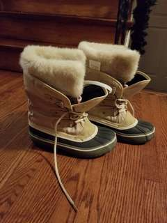 Brand new womans size 6 winter boots