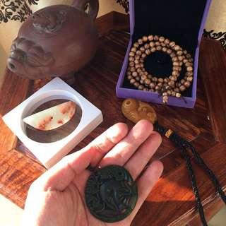 和田玉牌,田黃石把件,高古白玉,沈香鏈,老紫砂