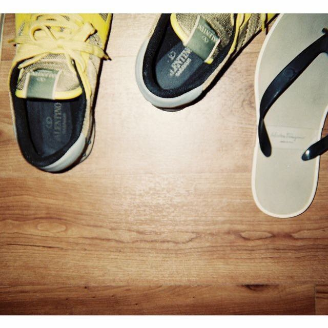 訂價約2萬便宜出售VALENTINO 卯釘 球鞋