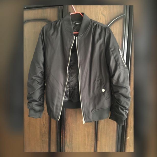 黑色飛行外套