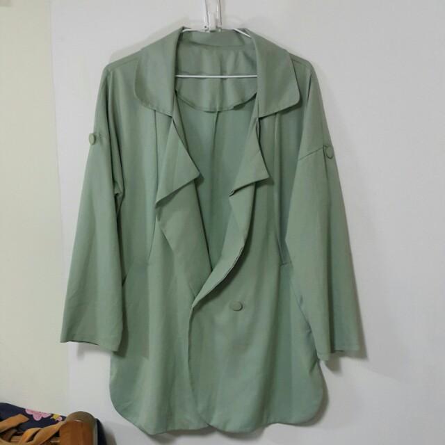 綠色長版西裝外套