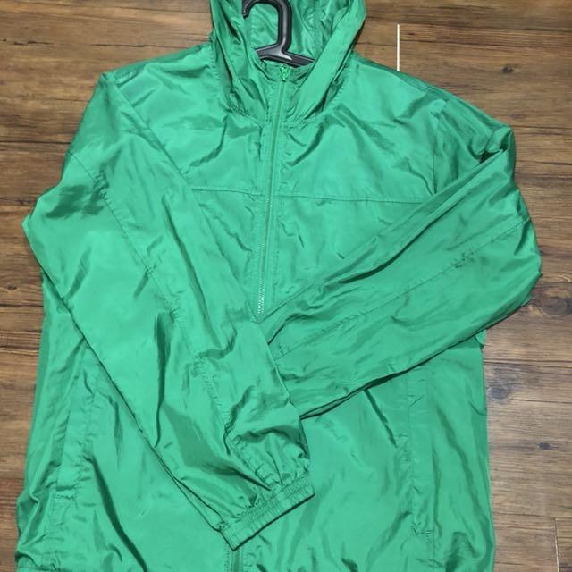 綠色風衣外套