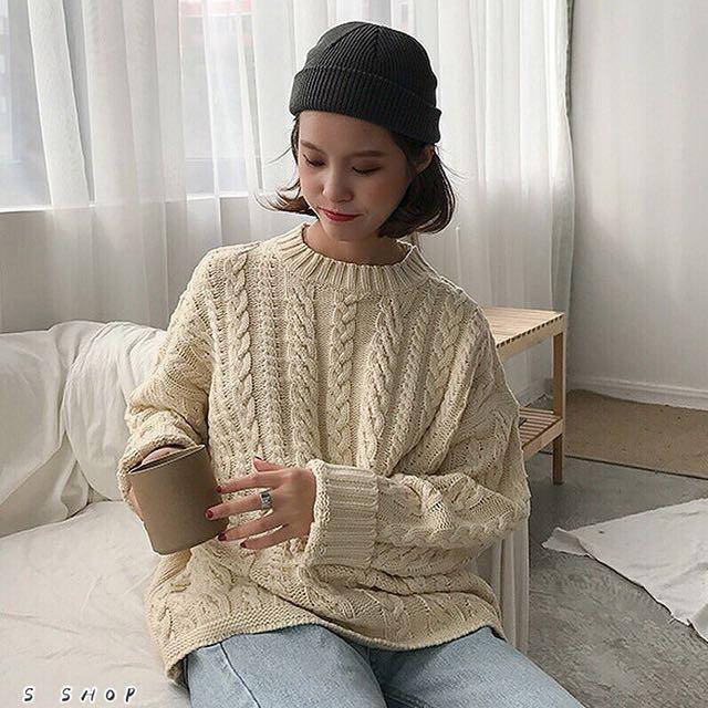 🔹 寬鬆復古感麻花針織素色毛衣