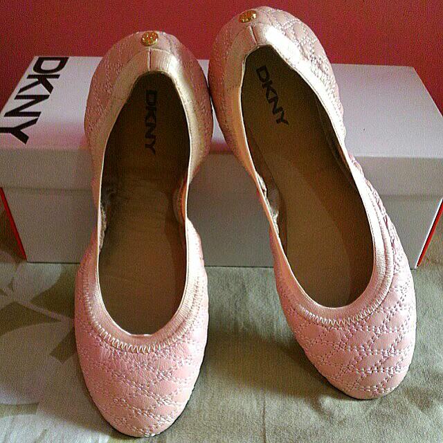 🌹 DKNY flat ballet shoes