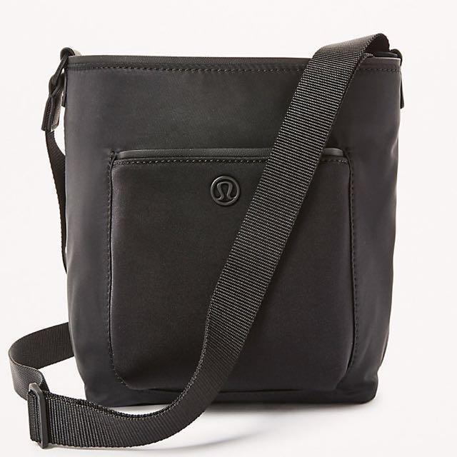 🌟 Lululemon black mini bucket bag