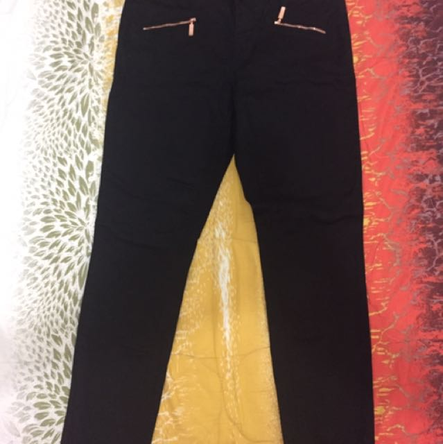 Authentic Guess Jeans size 28 to 29