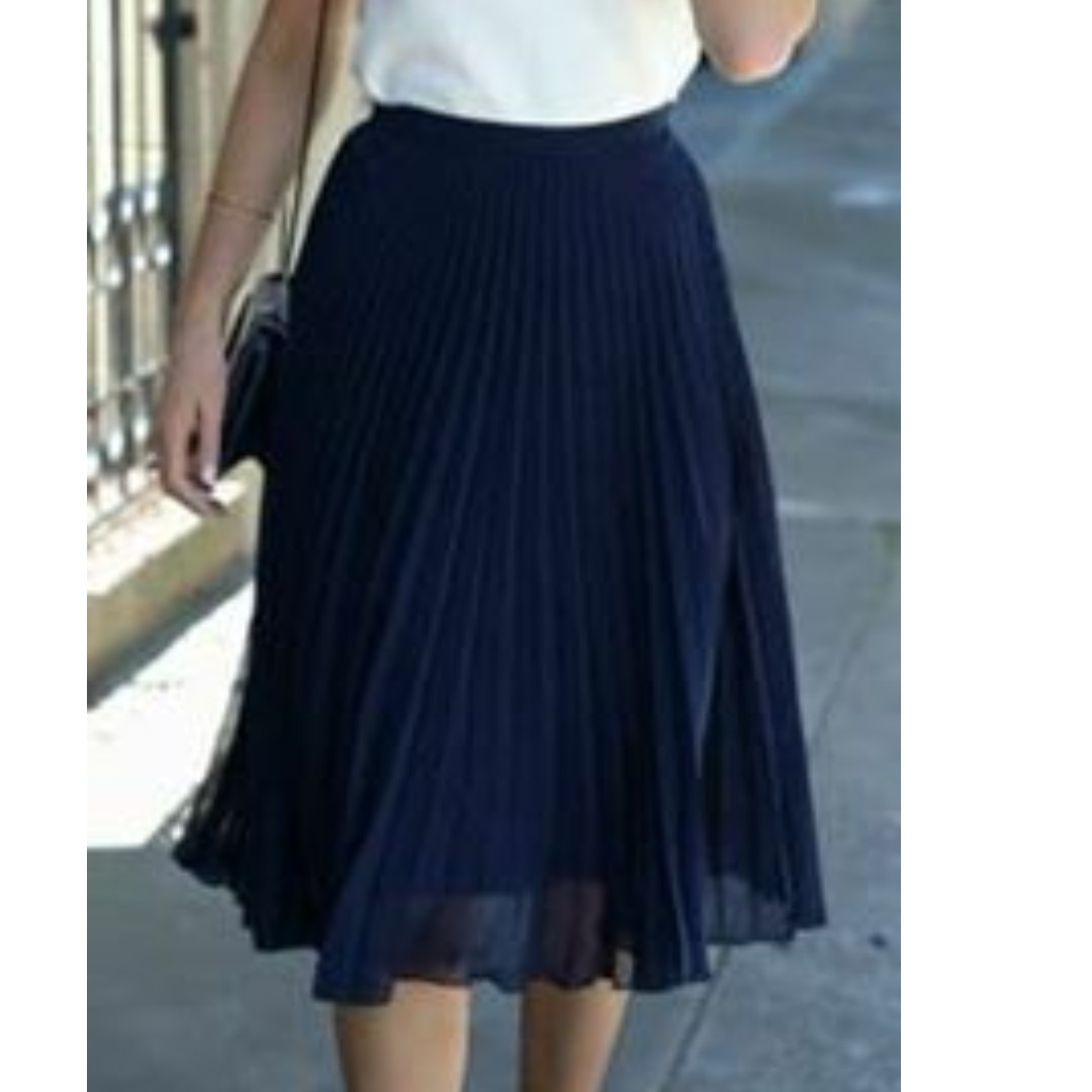 Black Electric Pleated Skirt