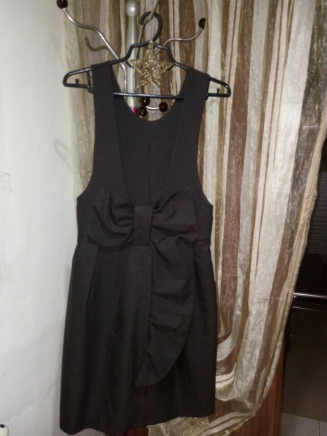 Black jumper with bow