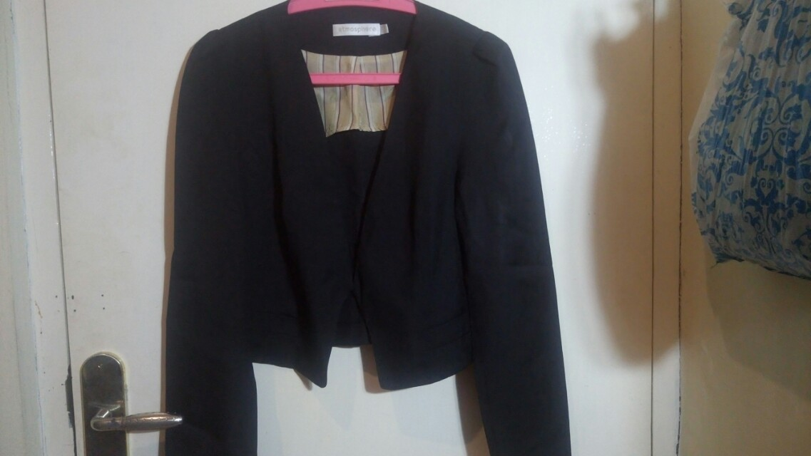 Blazer Hitam Atmosphere