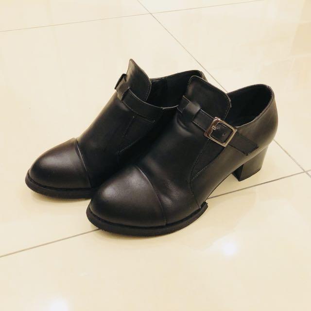 Ccharm 黑色率性鏤空裸靴 37號 八成新 無鞋盒(店到店含運)