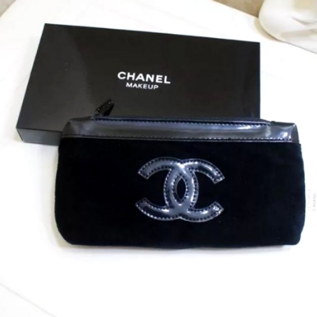 Chanel pouch (Authentic)