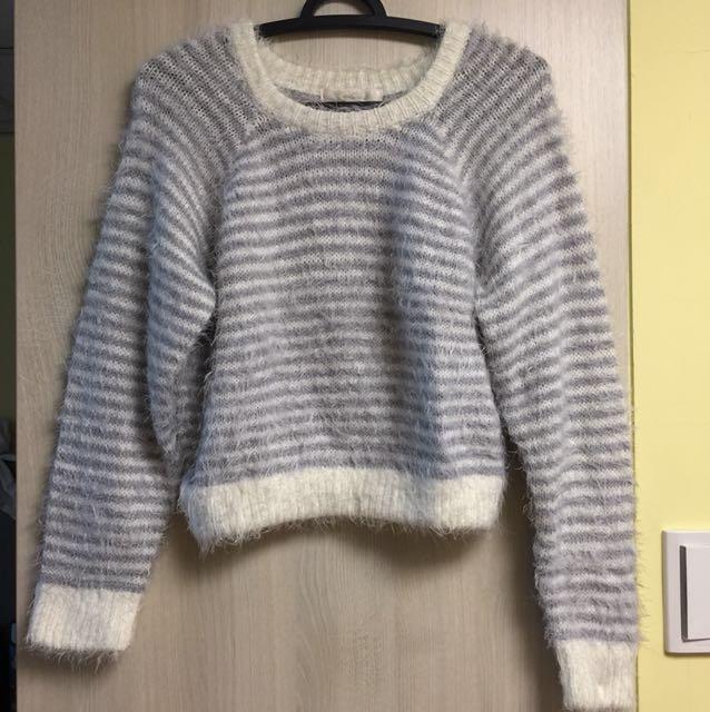 Coco Deal 灰+白條紋相間毛海短版毛衣2號
