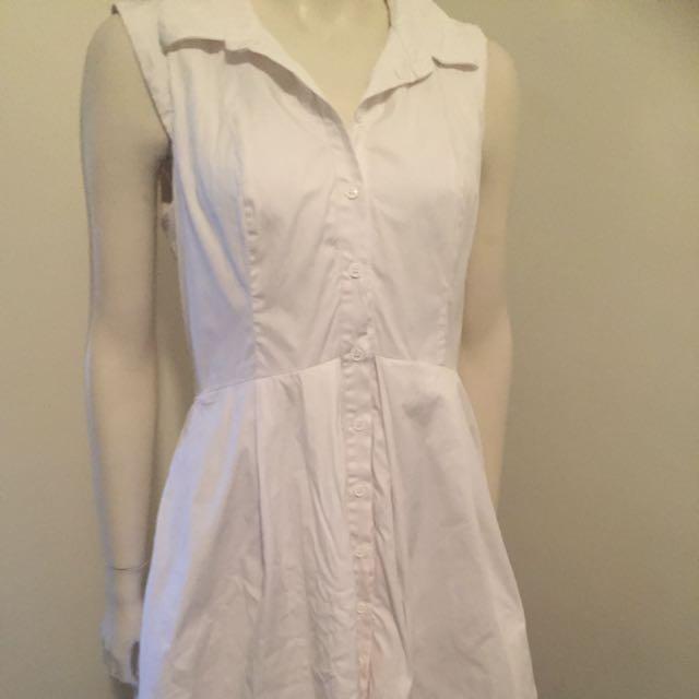 Cue Sz 8 button up dress white