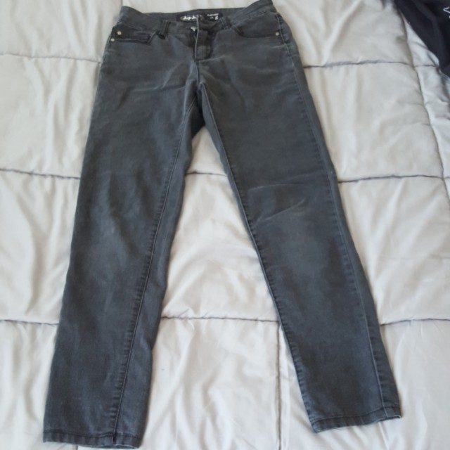 Dark grey jeans (ankle biter)