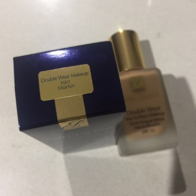 Double wear foundation and compact powder