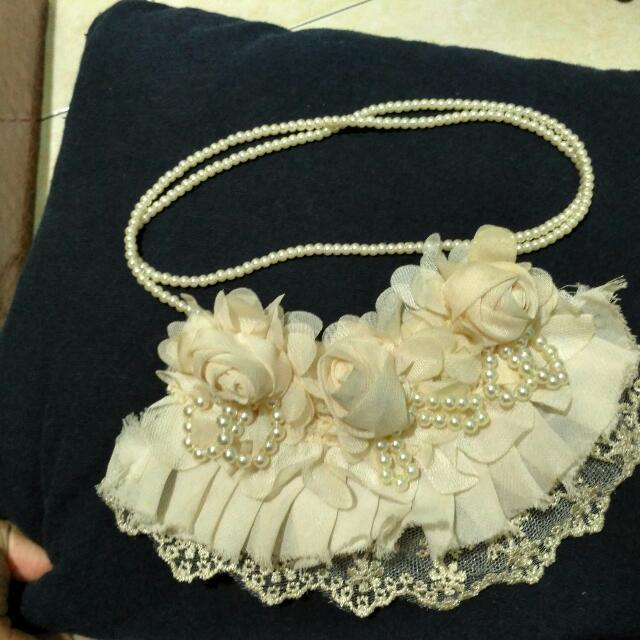 Flower Necklace Cream
