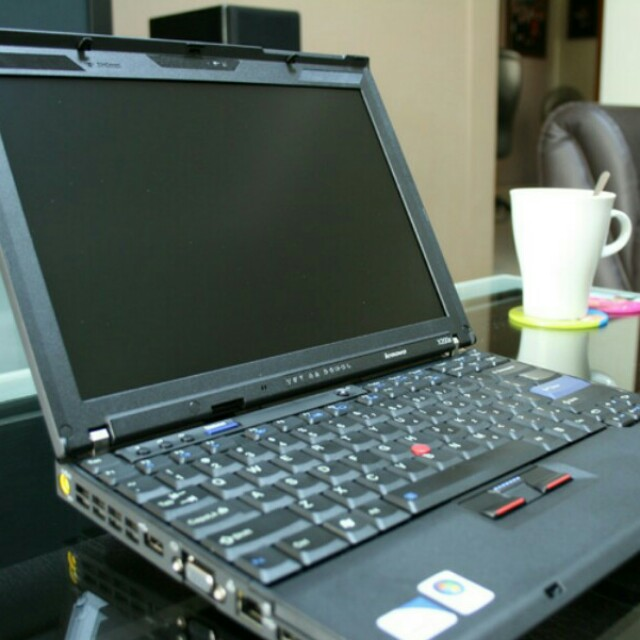 (FREE MS OFFICE, WIN 10 UPGRADE) Used Lenovo ThinkPad X200 Laptop