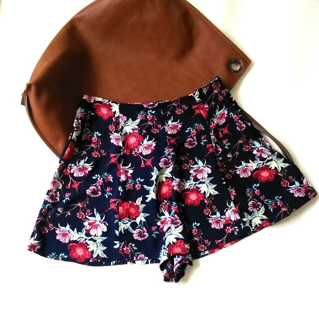 H&M Divided Navy Blue High-waisted  Floral Short