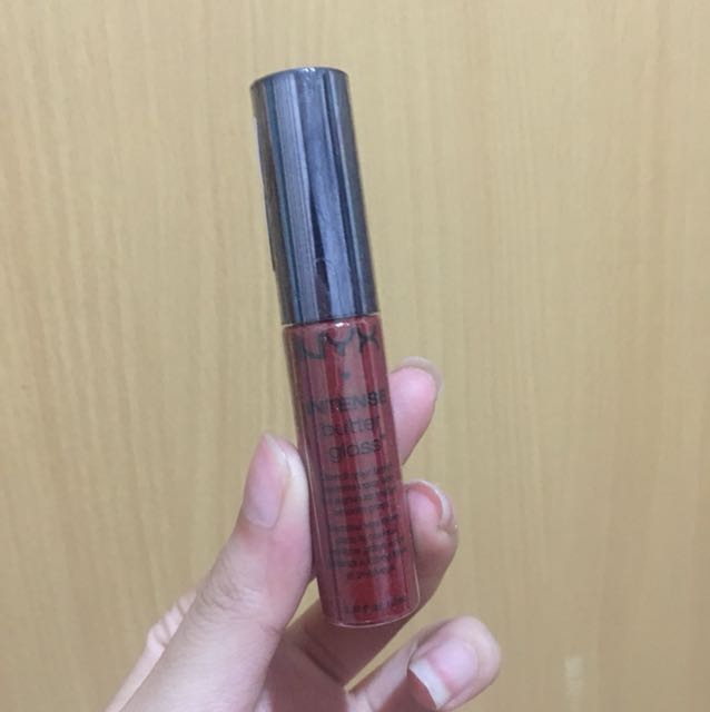 NYX Intense Butter Gloss Cranberry Pie