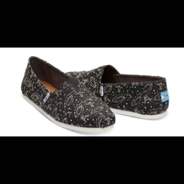 TOMS Black Glow in the Dark Outerspace Men's Classics Size 10 (brand new in box)