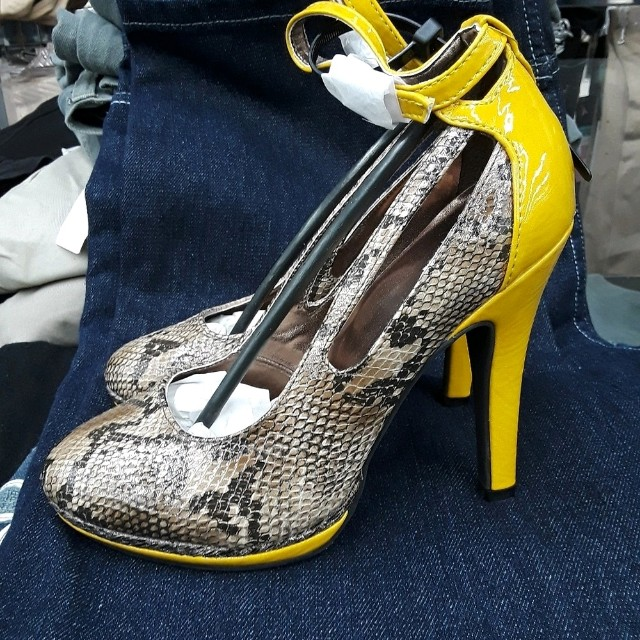 Woman high heel shoes size 6 only