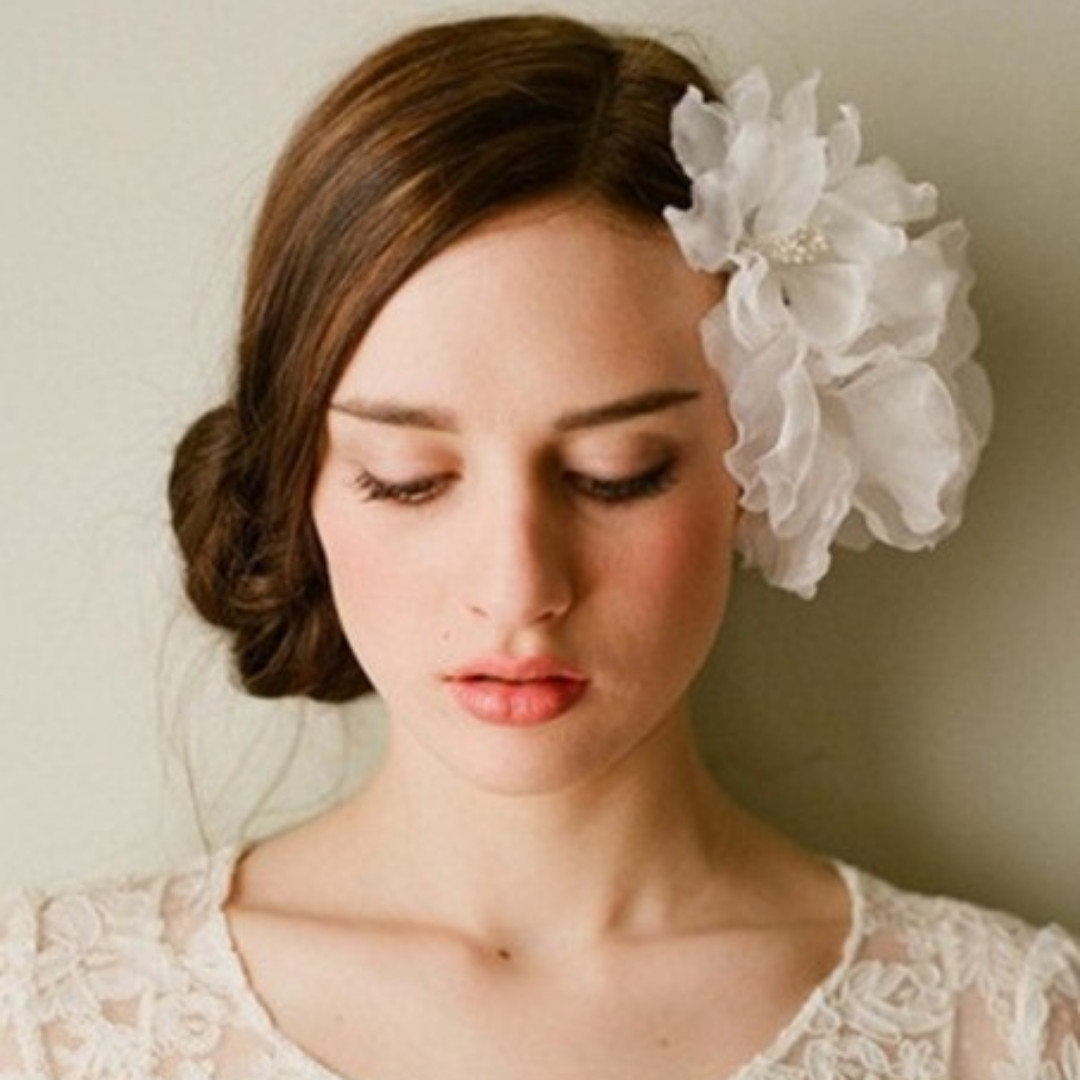 Women's fashion white flowery floral headpiece formal event wedding beauty pageant cosplay