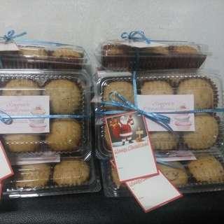 banana cupcake, chocolate cupcake/muffin