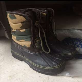 Camo snow boots with wool lining