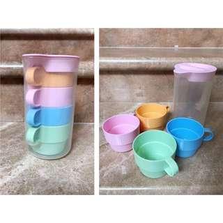 🚚 冷水壺 居家生活 塑膠材質 內附四色水杯