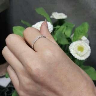 ⚪簡約設計💫18K白金鑽石拍戒線戒💍