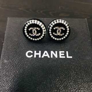 Chanel round shape earrings