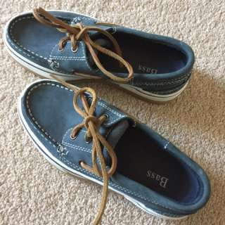 NWOT boat shoes for ladies size 5 Bass