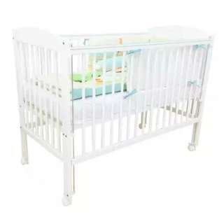 Babycot/Toddler bed with mattress and 2 sets of beddings
