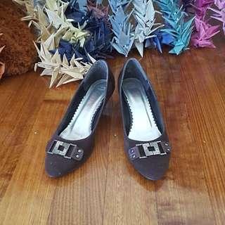 Brown, buckle detail, kitten heel shoes Size8