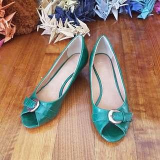 Green, buckle detail, kitten heel shoe Size8